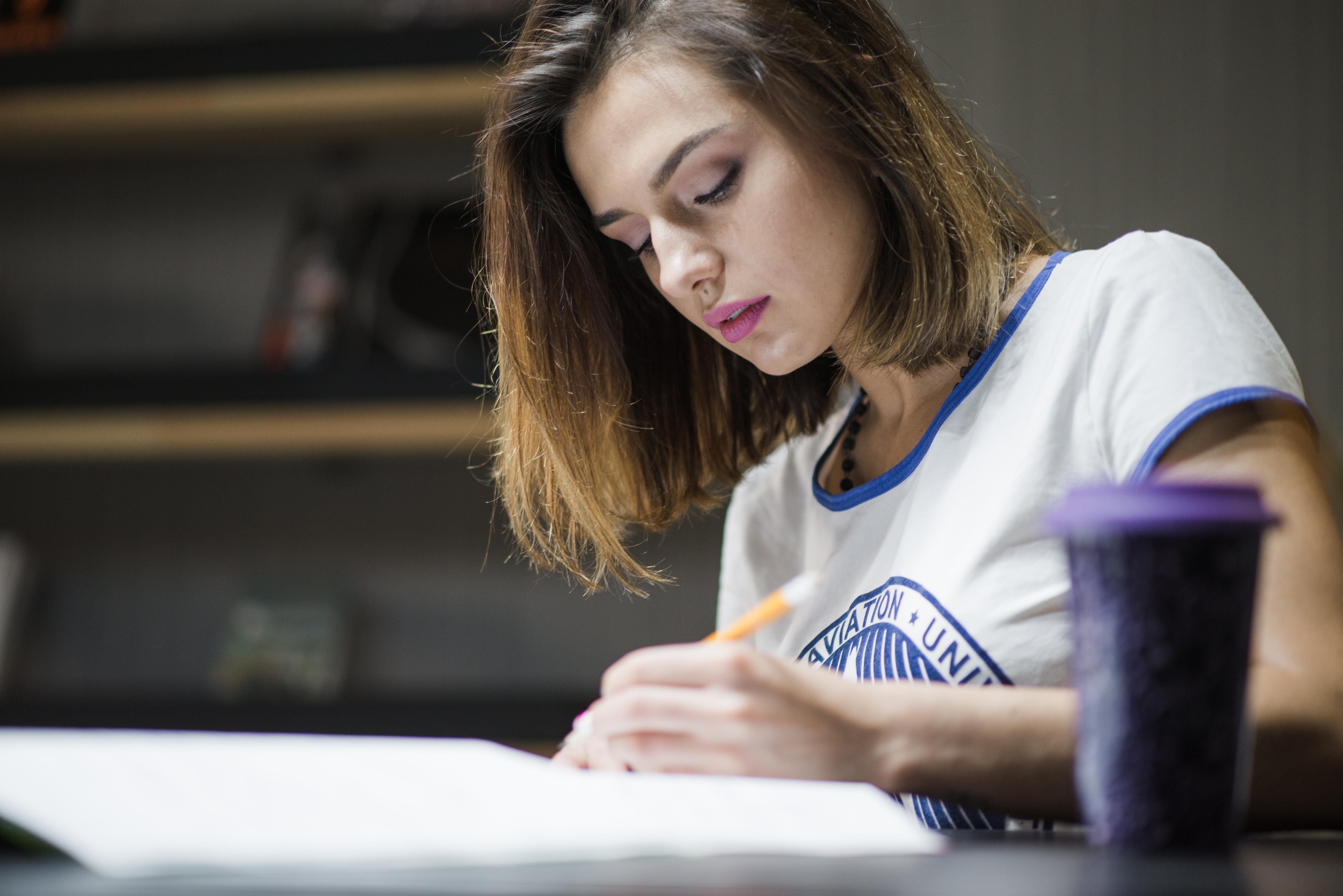 woman-studying-night